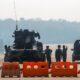 Militer Myanmar berjaga di sebuah pos pemeriksaan yang diawaki dengan kendaraan lapis baja di jalan menuju gedung parlemen pada Selasa, 2 Februari 2021, di Naypyitaw, Myanmar. Ratusan anggota Parlemen Myanmar tetap dikurung di dalam perumahan pemerintah mereka di ibu kota negara itu pada Selasa, sehari setelah militer melancarkan kudeta dan menahan politisi senior termasuk peraih Nobel dan pemimpin de facto Aung San Suu Kyi. (Foto AP)