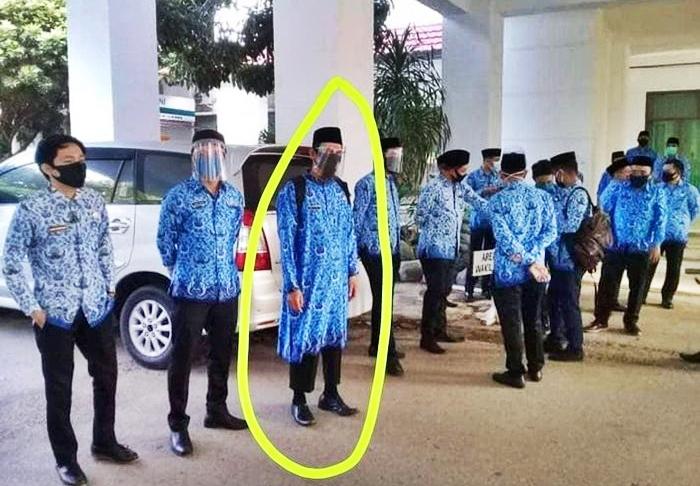 Foto PNS yang gunakan baju Korpri tak lazim yang sempat viral. INSTAGRAM